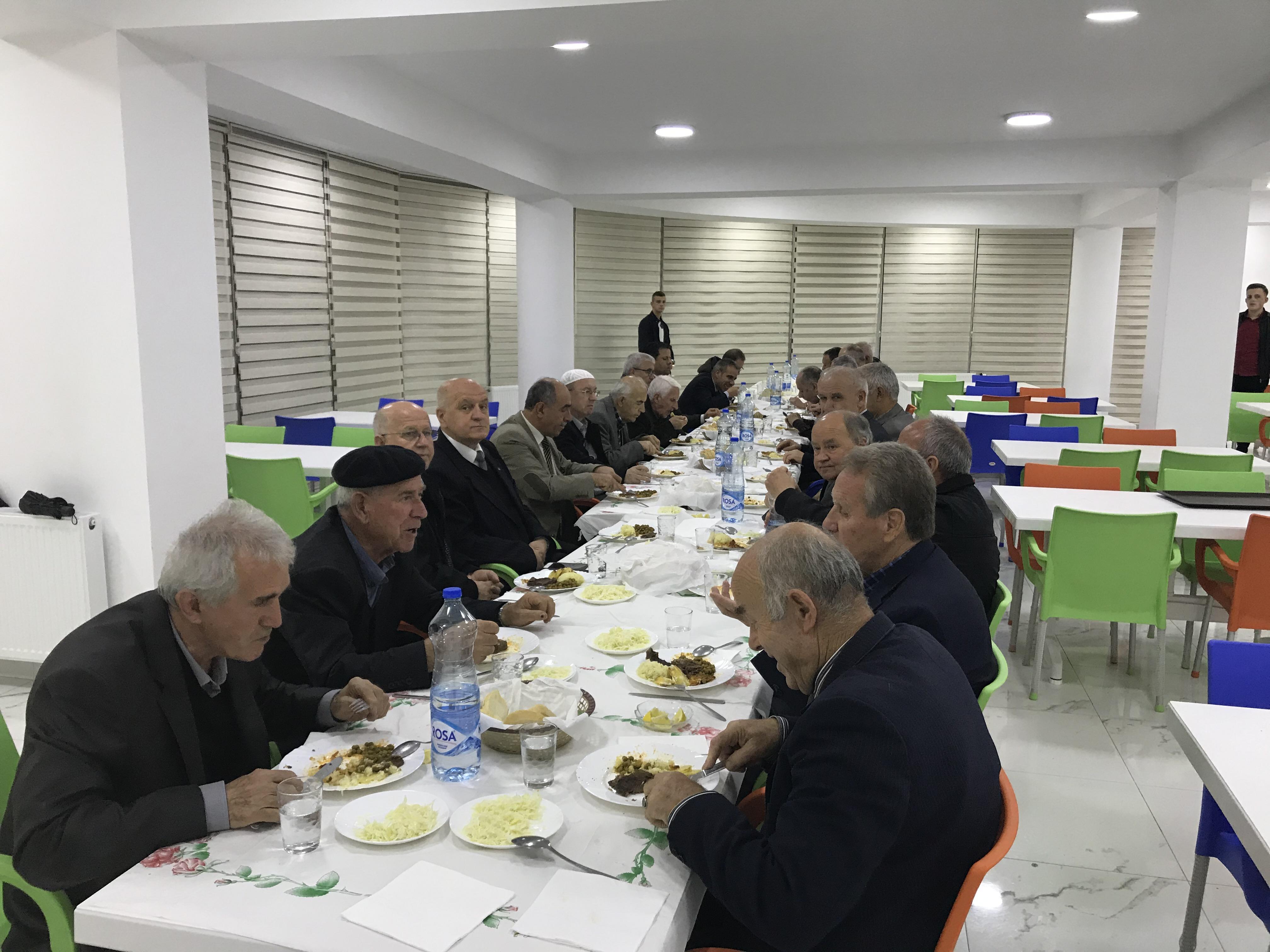 Gostivar Emekli Öğretmenleri ADEKSAM Akşam Yemeğinde Buluştular